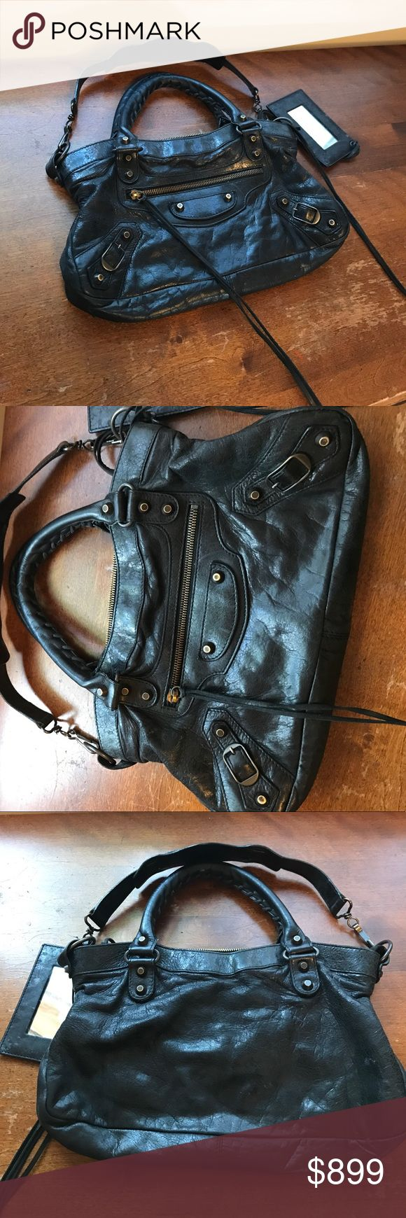 Balenciaga Classic City bag Gently worn. Authentic purchased at Barneys. No rips or tears. Please ask for more pictures/info! Balenciaga Bags Shoulder Bags