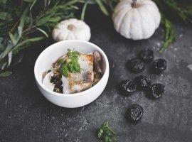 Risotto ze słonecznika ze smażonym sandaczem, grzybami i śliwką kalifornijską