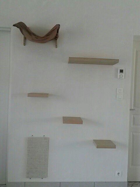 arbre chat fait maison le hamac est une taie d 39 oreiller avec 2 querres en bois des tag res. Black Bedroom Furniture Sets. Home Design Ideas
