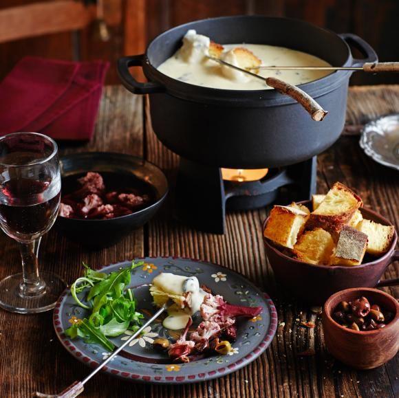 Trüffel-Käsefondue mit Blumenkohl-Pickles