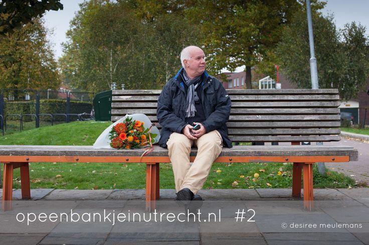 In restaurant Griftpark is zometeen een receptie en Hans Veerbeek wacht buiten tot het begint. Hij gaat afscheid nemen van een medewerkster, uit Macedonië, die hij negen jaar geleden zelf heeft aangenomen bij wat toen nog SBWU heette. Hans vindt het jammer dat ze weggaat maar gunt haar ook de volgende stap in haar carrière. http://opeenbankjeinutrecht.nl/
