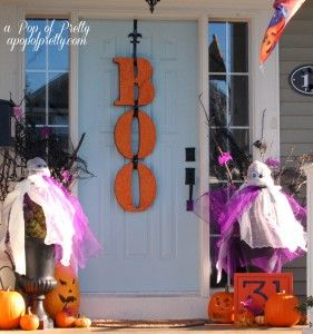 Halloween decorating front porch