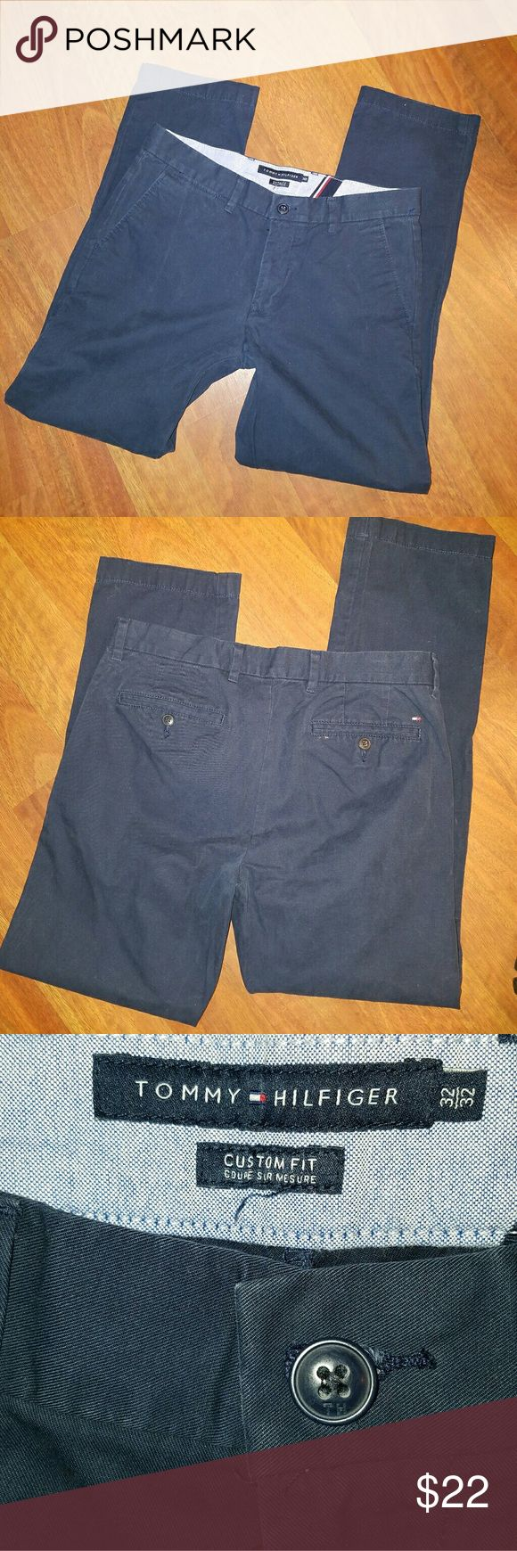 Tommy Hilfiger Navy Blue Khakis 32 x 32 These are in excellent condition! No holes, stains or rips. Brand: Tommy Hilfiger Plain front khakis Color: Navy Blue Size: 32 x 32 Tommy Hilfiger Pants Chinos & Khakis