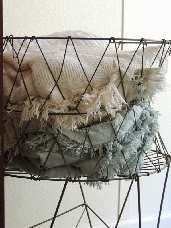 wire laundry basket: