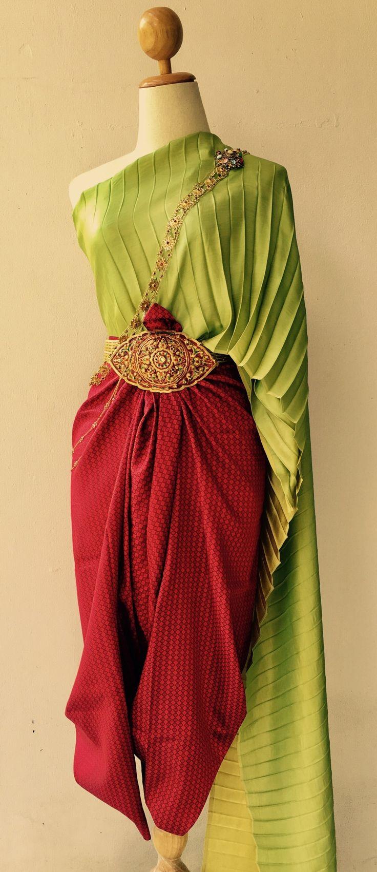 ถึงวันอาทิตย์ ห่มผ้าแพรสีเขียวโศก นุ่งผ้าไหมยกจีนสีแดงลิ้นจี่ ,สีแดงทับทิม ( แดงเลือดนก)