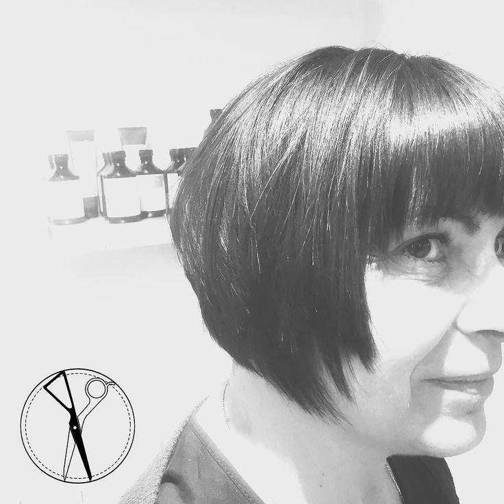 In aria di cambiamento.. che dite.. la nuova Louise Brooks  Chiaramente rivedendo tecniche e rifiniture dell' epoca Moderna !  --- #italianstyleinenglishway  #tagliosartoriale #fringe #capelli #tagliocorto #capellicorti #nuovotaglio #nuovo #moda #tendenza #forbici #instahair #gropellocairoli #garlasco #vigevano #pavia #milano