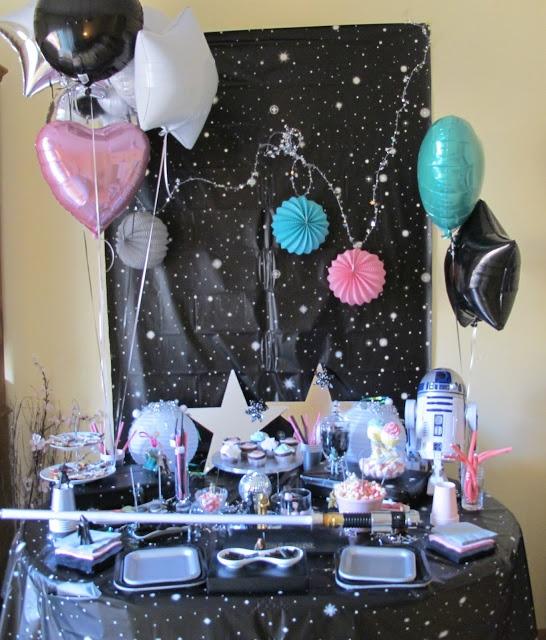 Cheap and Cool Eventos: Fiesta Star Wars o La Guerra de las Galaxias  http://cheapandcooleventos.blogspot.com.es/2012/07/cumpleanos-con-tarta-star-wars-o-la.html#