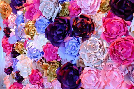 Фотозона из больших объемных дизайнерских цветов