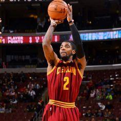 チームを勝利に導く、NBA カイリー・アービング選手