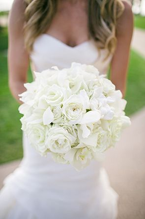 All white bouquet. // Photo by : http://troygrover.com