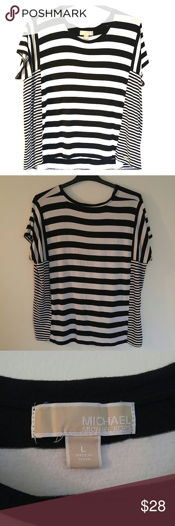 Michael Kors Loose t-shirt Worn only a few times and it fits beautifully on the body. The blocks of smaller stripes give a slimming illusion. Also extremely comfortable! Michael Kors Tops