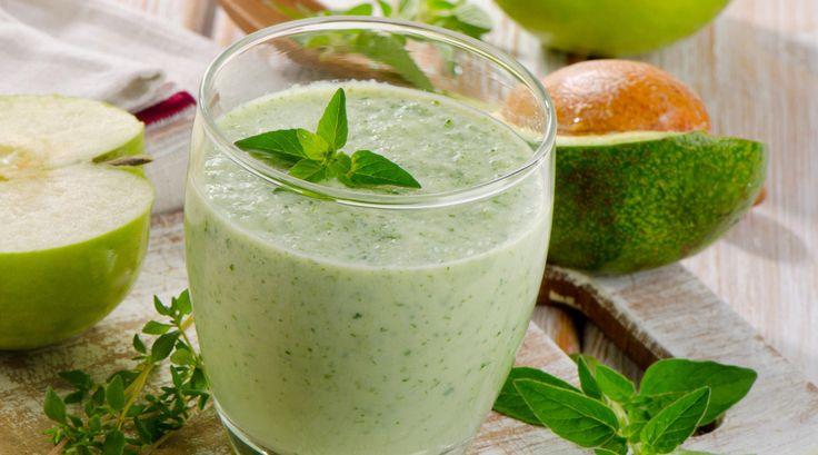 Ananas- och kokossmoothie Ananas är rikt på enzymer och hjälper matsmältningen på vägen. För en portion: 2 tsk ekologiska kokosflingor 1 dl fryst ananas 1/2 pressad limefrukt 1 1/2 mild...