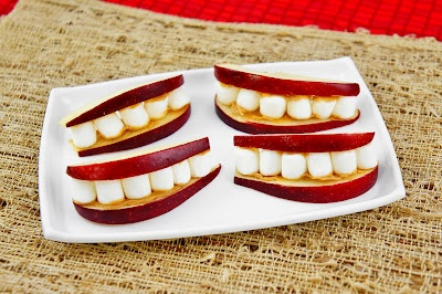 Apple Smiles, for Elle's lunch next week!: Fun Snacks, Marshmallows Smile, For Kids, Food Ideas, Apples Smile, Red Apples, Foodies United, Classroom Food, Snacks Ideas