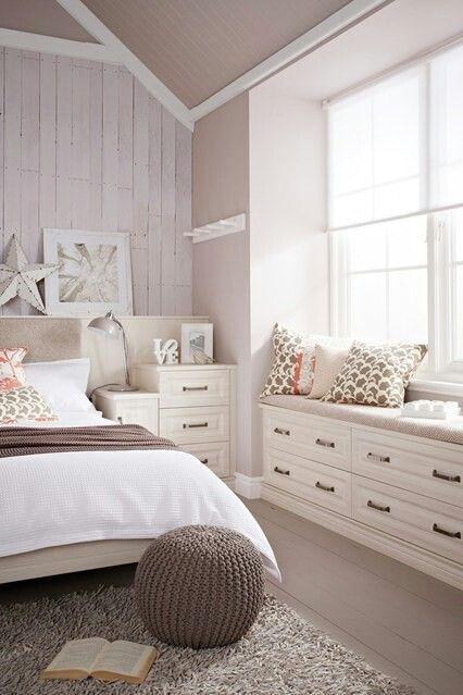 Neautiful white bedroom