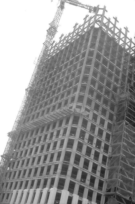Construcción de la Torre Picasso, en el complejo comercial de AZCA. Portal Fuenterrebollo