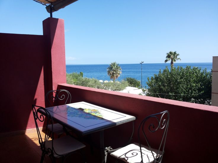 Casa Torre dei Pirati a soli 20 metri dalla spiaggia . Old turret's pirat ,Holiday house for rent at only 20 meters from the beach in Letojanni Taormina