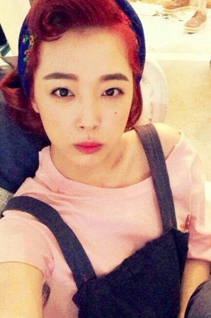 f(x)'s Sulli celebrates music chart first place with an adorable selca ~ Latest K-pop News - K-pop News | Daily K Pop News