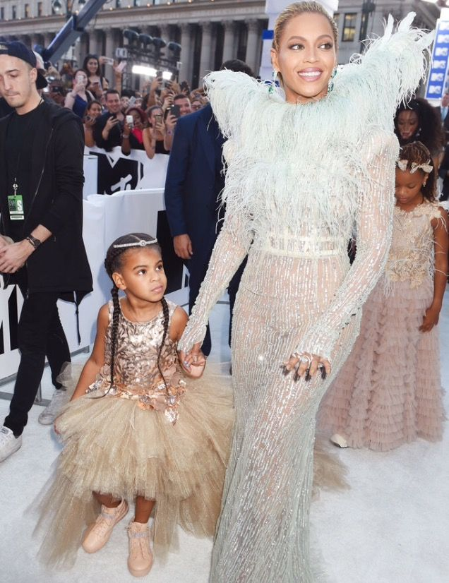 See #Beyoncé and Blue Ivy Carter's 2016 MTV VMAs Red Carpet Looks from Every Single Angle 👼🏾