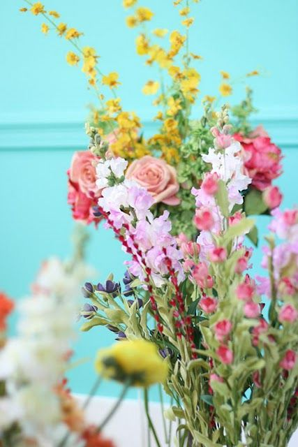 LESAPEA: Summer Flowers, Flowers Bouquets, Spring Colors, Blue Wall, Pretty Flowers, Beautiful Flowers, Fresh Flowers, Summer Colors, Wild Flowers