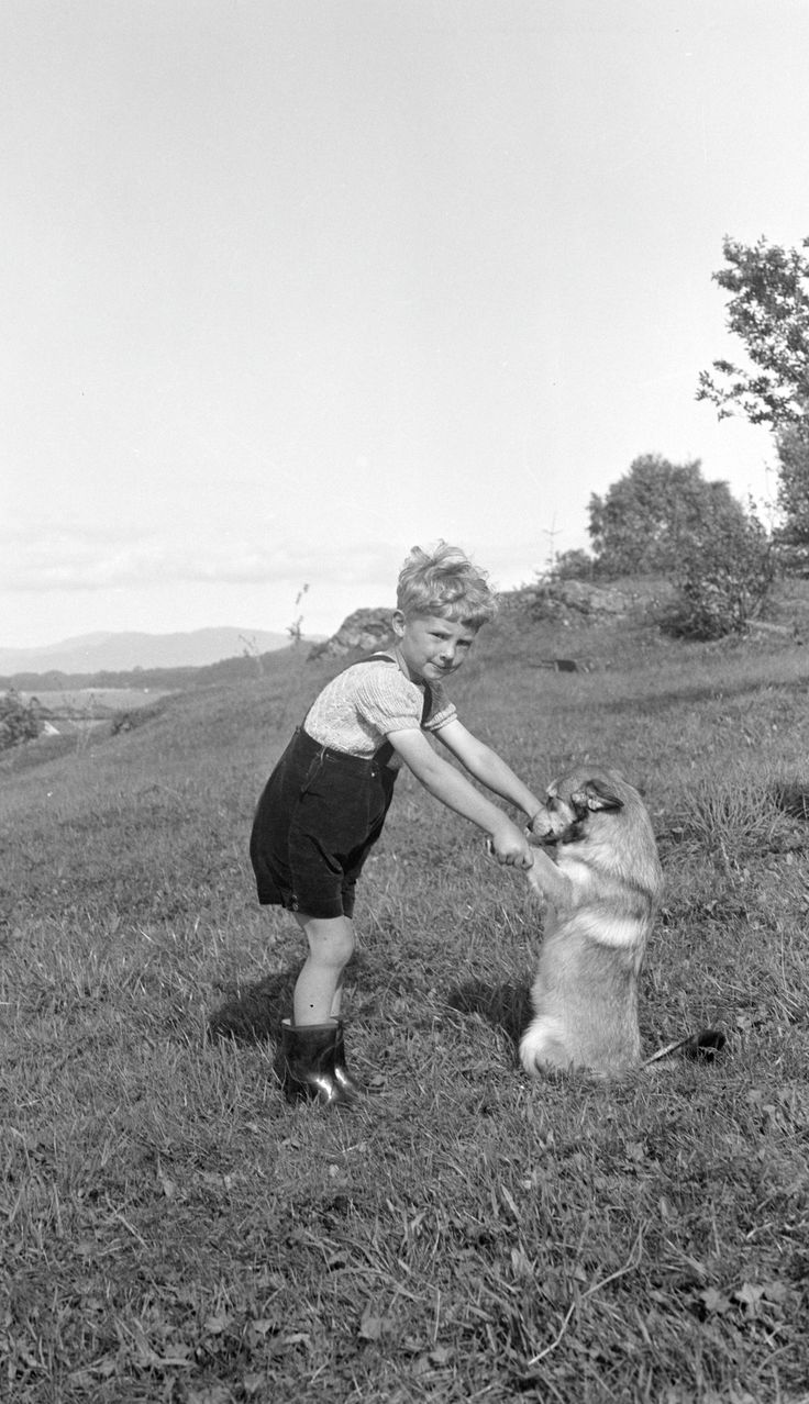 [Gutt og hund] fra marcus.uib.no