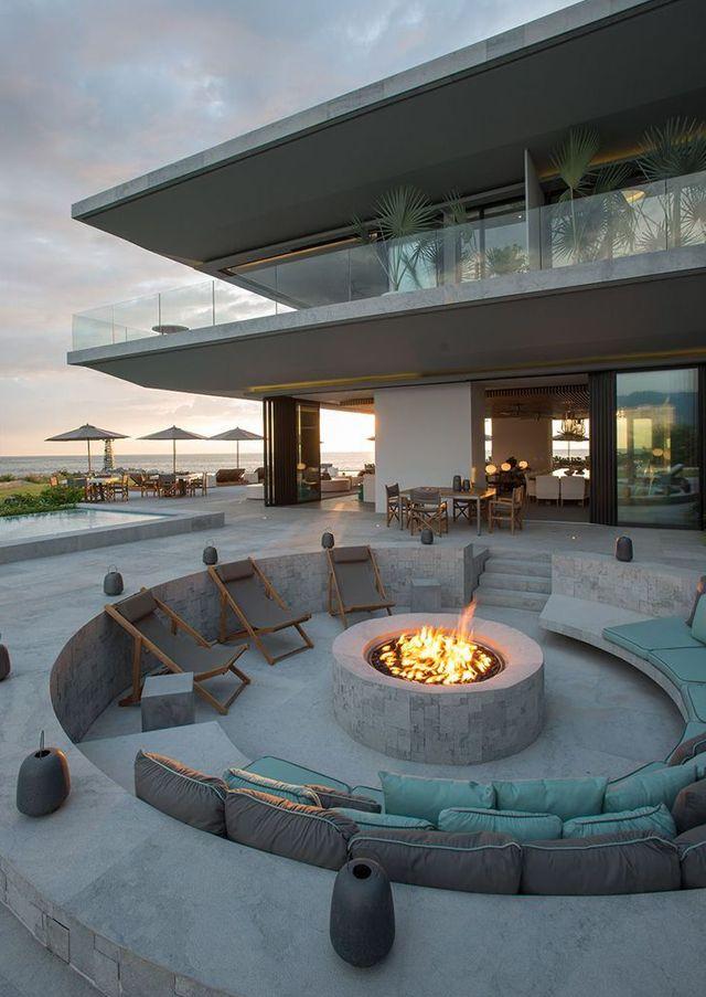 Fire pit ou lounge externo com lareira – veja modelos e dicas para aderir essa…