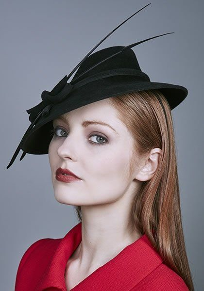 R16W20 - Black felt hat with arrow feathers and twisted bow on wire Alice band - Rachel Trevor Morgan AW16.