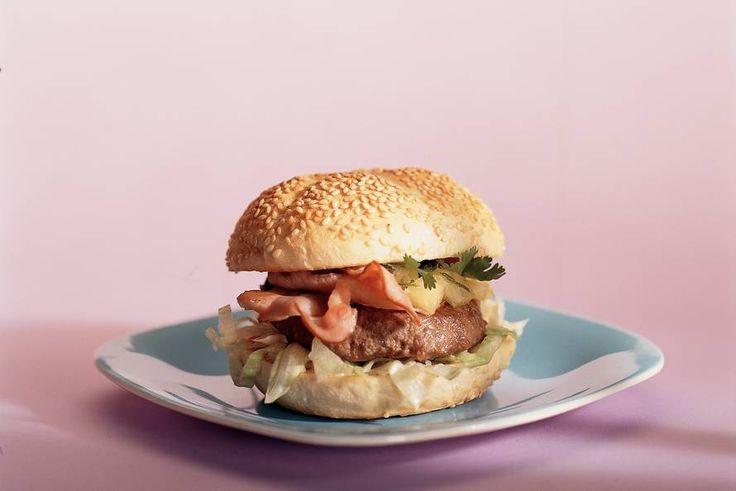 Kijk wat een lekker recept ik heb gevonden op Allerhande! Baconburger met pittige ananassalsa