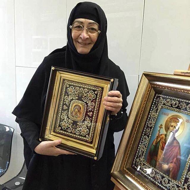 """397 Likes, 1 Comments - Православная Страница Просфора (@prosfora) on Instagram: """"#Repost @dobrie_serdcem ・・・ Дорогие братья и сёстры,сегодня мы хотим помочь монахине Серафиме…"""""""