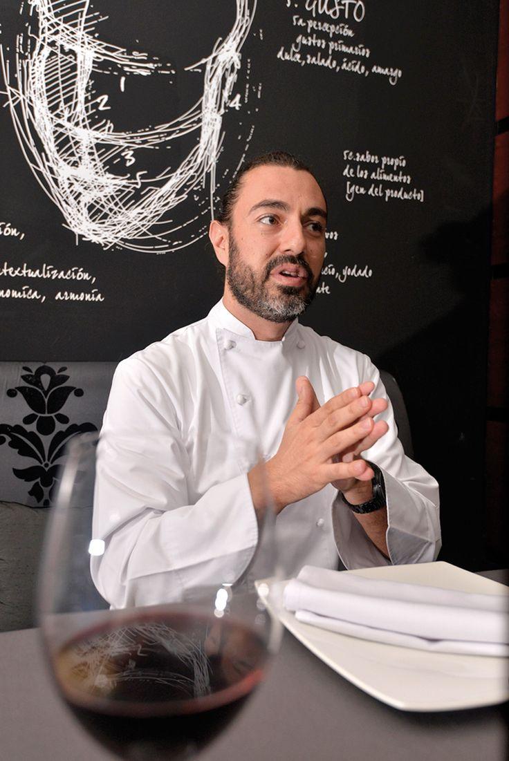 Zafra llega a Cancún a montar el restaurante Benazuza en el hotel Oasis Sens en el 2011, para aportar algo nuevo y marcar diferencia en la oferta culinaria de este destino con un concepto tecnoemocional.