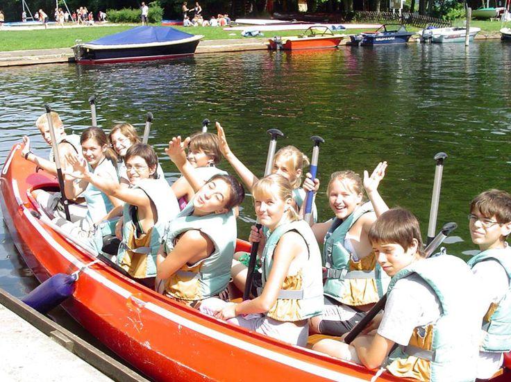 #Berlin Water Sport 2016 - Limba Germana si Sporturi Nautice Tabara Internationala de vara se desfasoara in localitatea rurala Blossin, situata la 30 km SE de Berlin, la un centru de sporturi acvatice de pe lacul Wolzig. Centrul ofera posibilitatea de a practica caiac, canoe, yachting, surfing si inot. Capacitatea taberei este de 80 locuri. Cazarea se face in campus, se asigura pensiune completa Cursul de limba germana include 20 lectii #limbagermana #sporturinautice…