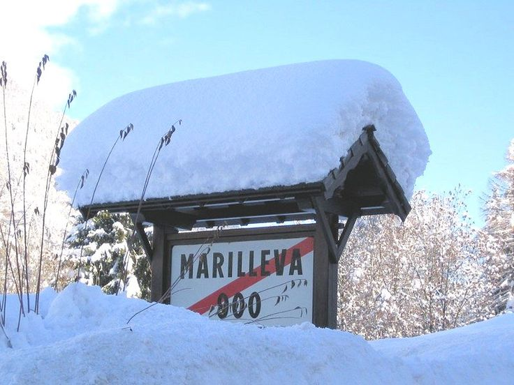 Marilleva 900: BORD MARILLEVA 900 MEZZANA SKIRAMA DOLOMITI WINTERSPORT ITALIE SKI SNOWBOARD RAQUETTES SCHNEESCHUHLAUFEN LANGLAUFEN WANDELEN INTERLODGE.NL