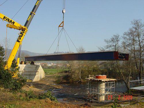 Pisueña Bridge - Assembly of a steel bridge manufactured by Degima