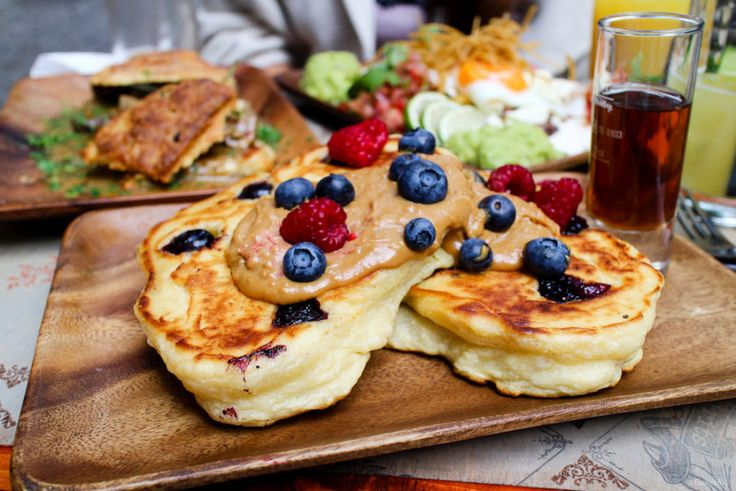 It is a glorious day when there's plenty of time for a breakfast, when you want a table filled with poached delights, baked goodies and drizzled everything. Lucky for us, Berlin has some very worthwhi