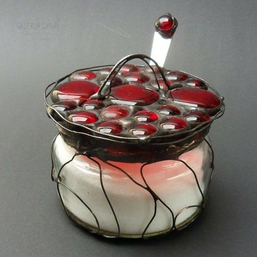 Cukiernica czerwona. PREZENT znakomity /  Sugar in red. GIFT outstanding. Sugar bowl for Christmas