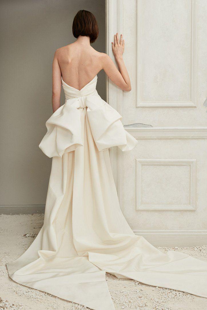 7cc659b13ce Oscar de la Renta Fall 2019 Wedding Dress Collection    Коллекция свадебных  платьев Oscar de la Renta Осень 2019