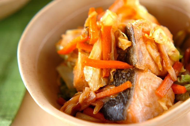 鮭とキャベツのみそ煮のレシピ・作り方 - 簡単プロの料理レシピ | E・レシピ
