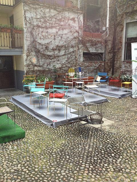 Cortile con sedie resign #Fuorisalone http://www.imolaceramica.com/it/imolaceramica/non-solo-ceramica/speciale-salone-del-mobile/fuorisalone-2013-tendenze-e-curiosita