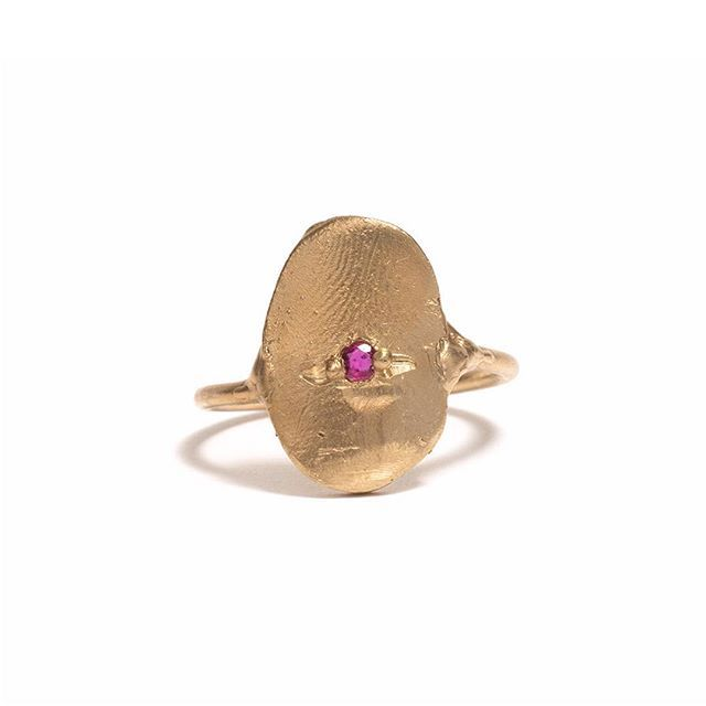 / R O M A N / R I N G / Just in from Seb Brown. This luscious 9ct yellow gold and ruby ring, will it be yours? #sebbrown #romanring #lostwaxcast #promisering #everydayspecial #golden #po8gallery