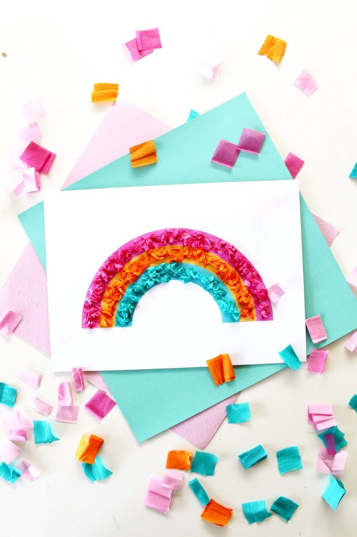 Rainbow Craft for Kids - Free printable. Make an adorable textured rainbow artwork. Great for fine motor skill development in children. More on the blog.