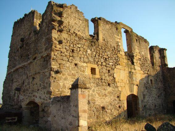 Restos del Castillo de Conquista de la Sierra