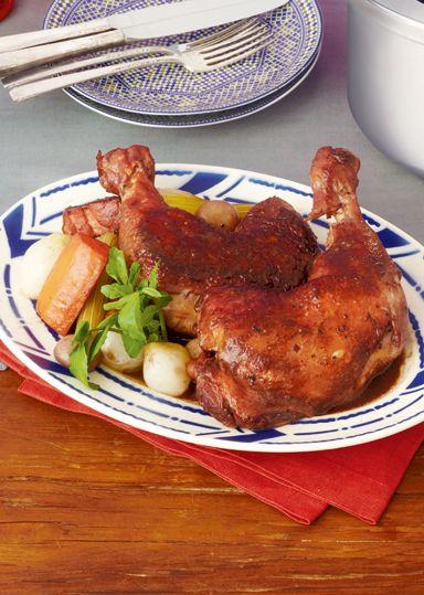 骨付きもも肉の赤ワイン煮 のレシピ・作り方 │ABCクッキングスタジオ ... 骨付き鶏もも肉の表面を焼きつけ、炒めたベーコンと赤ワインをたっぷり加えて加圧し、なかなか火の通りにくい骨付き鶏もも肉を短時間で柔らかく、味を染み込ませ、 ...