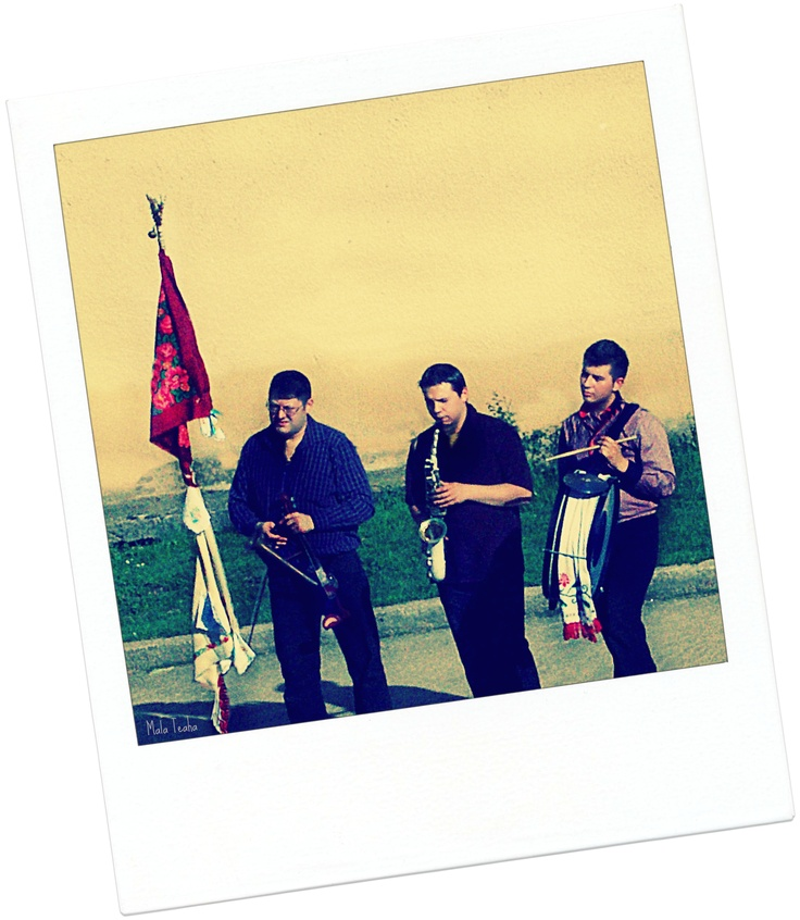 Wedding flag and musicians (before getting out the bride of her parents' house)- Romanian traditions, Bihor area
