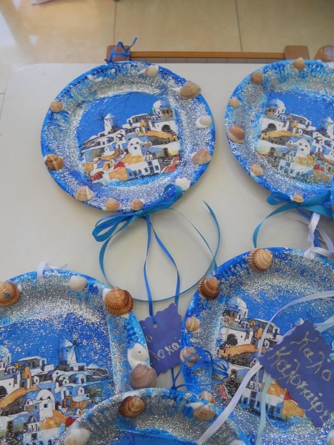 πιάτα ντεκουπάζ με νησοχαρτοπετσέτα, κοχύλια κορδέλες και ασημόσκονη