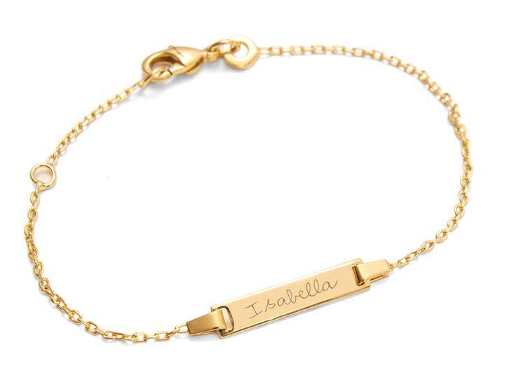 Bracelet personnalisé Identity rectangle sur chaîne. Gravez ce que vous voulez sur ce bracelet personnalisé Identity : prénom du parrain/de la marraine, date de la première communion ou du baptême, ou prénom de votre enfant tout simplement. Offrez ce joli bracelet à votre fille ou filleule pour un évènement religieux ! Changez des cadeaux traditionnels ! #bracelet #communion #bapteme