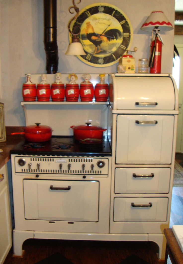 Stove in kitchen home design - Vintage kitchen ...