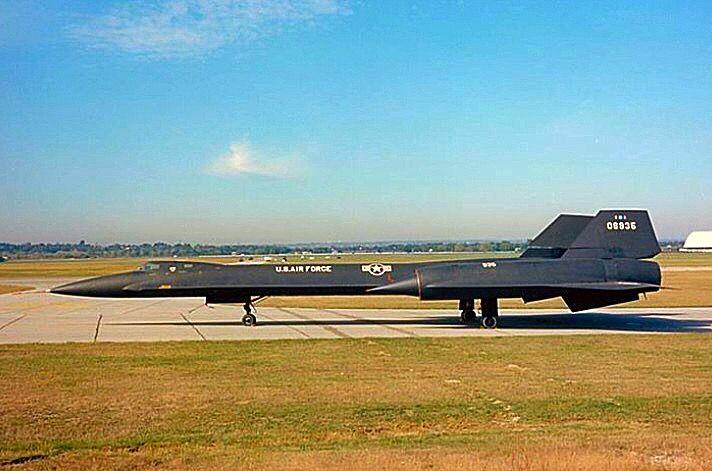 USAF Lockheed SR-71 Blackbird taxiing.