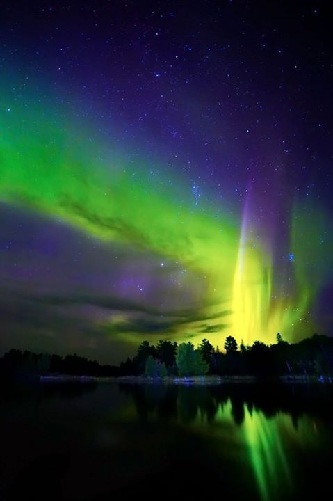 "beauty-rendezvous: "" Northern Lights — in Duluth, Minnesota by Shixing Wen """