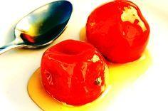 Υλικά:  20 μανταρίνια  1 κιλό ζάχαρη  750 ml. νερό  Χυμό απο 1 λεμόνι  Εκτέλεση:  Πλένουμε τα μανταρίνια και τα τρίβουμε ελαφρά στο εξωτερικό μέρος με τον τρίφτη. Με έ�