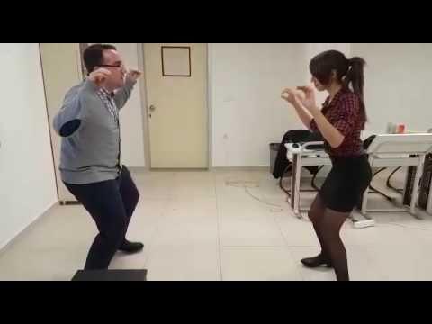 Yengeç Kumda Dur Şarkısı Dansı Orff Şarkısı Mehmet Can Töredi Büşra Gençel Piyano Murat Balkan - YouTube