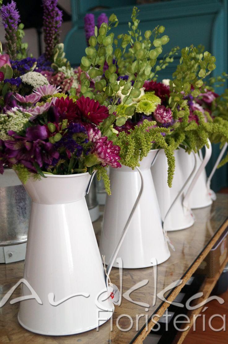 Centro de mesa jarra de agua mix flores temporada - Centro navideno de mesa ...